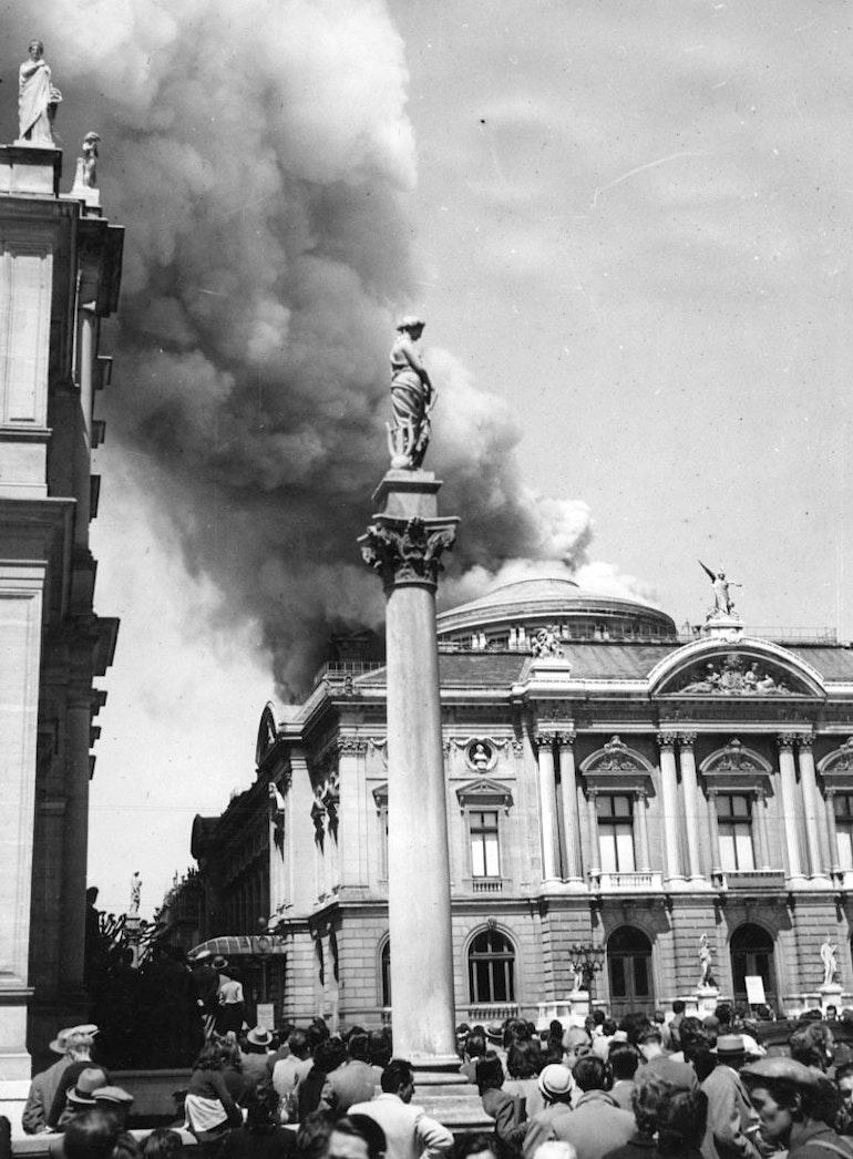 Genève - Place Neuve, 1951 - Le Grand Théâtre en feu