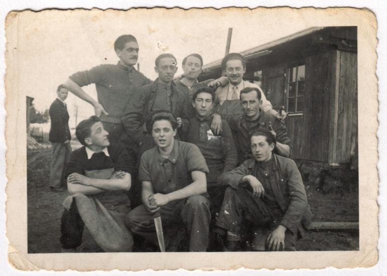 Le chef cuisinier et sa brigade au camp de Tramelan